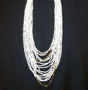NWOT White and gold accent statement necklace
